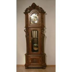 Rzeźbiony zegar Eryk